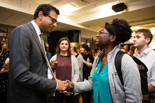 Atul Gawande talks with Tufts medical school students