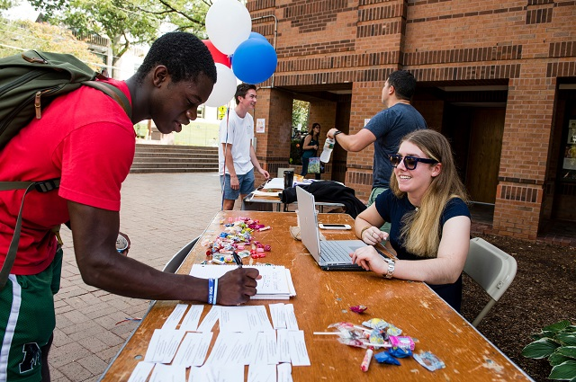 Tufts students register to vote
